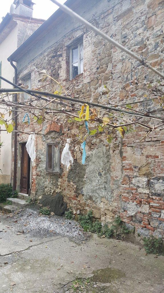 Rustico / Casale in vendita a San Giuliano Terme, 8 locali, prezzo € 145.000 | CambioCasa.it