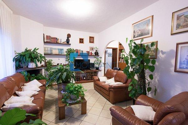 Appartamento in vendita a Pietrasanta, 5 locali, prezzo € 450.000   Cambio Casa.it