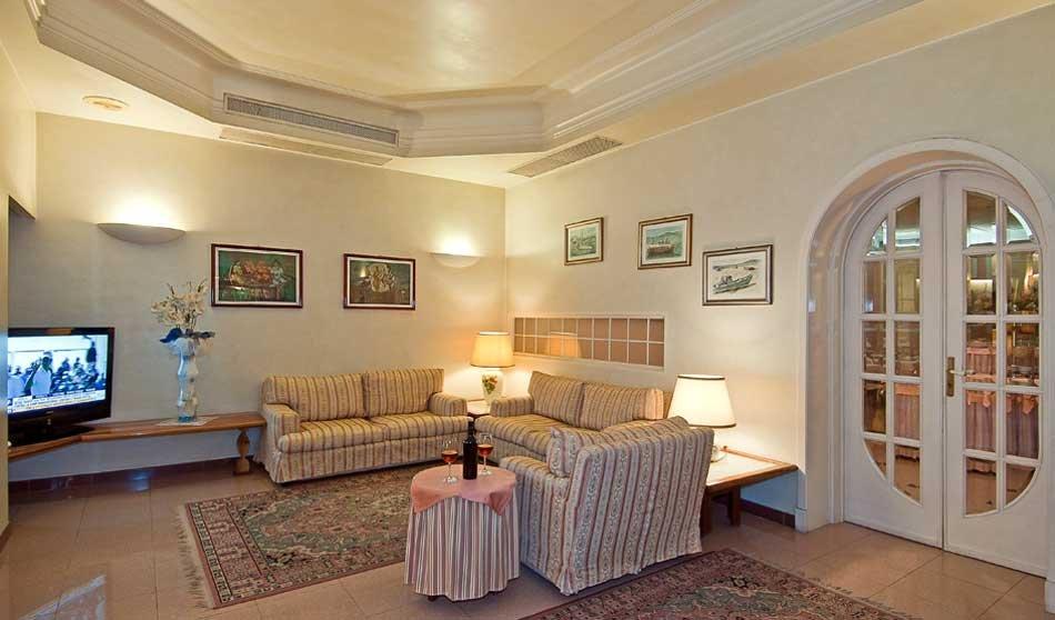 Albergo/Hotel in vendita a Camaiore (LU)