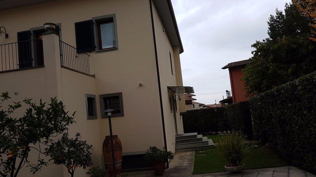Villa in vendita a Montignoso, 12 locali, prezzo € 950.000 | CambioCasa.it
