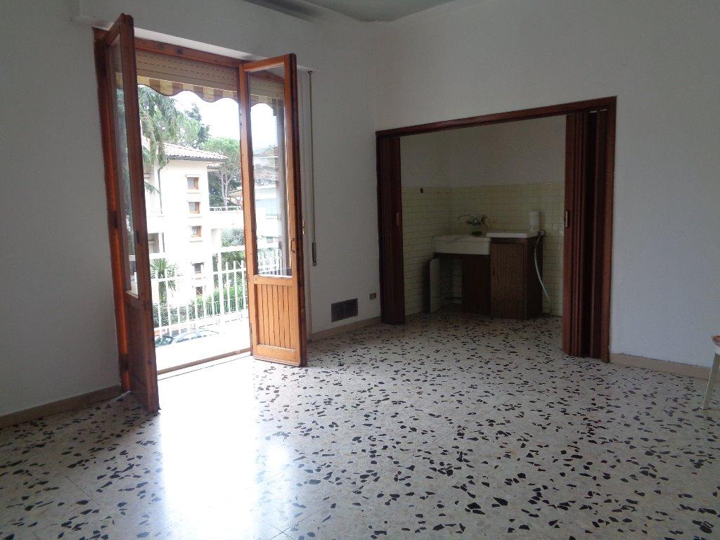 Appartamento in vendita a Empoli, 4 locali, prezzo € 180.000 | Cambio Casa.it