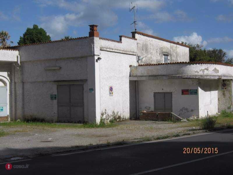 Locale comm.le/Fondo in vendita a Molina Di Quosa, San Giuliano Terme (PI)