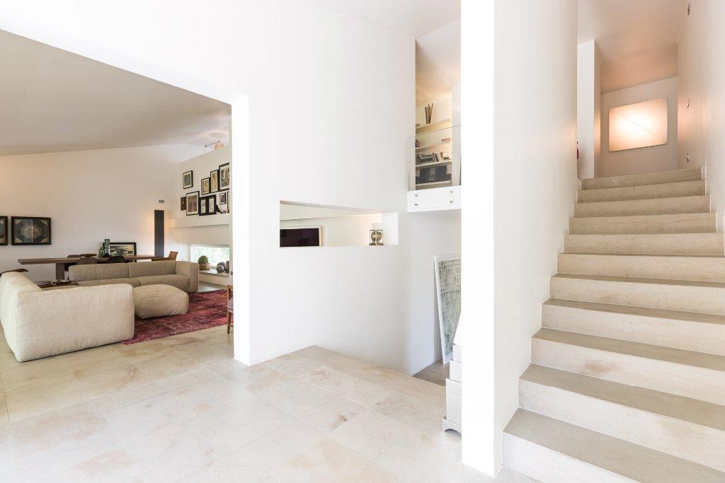 Villa in vendita a Ponsacco, 8 locali, prezzo € 1.100.000   CambioCasa.it