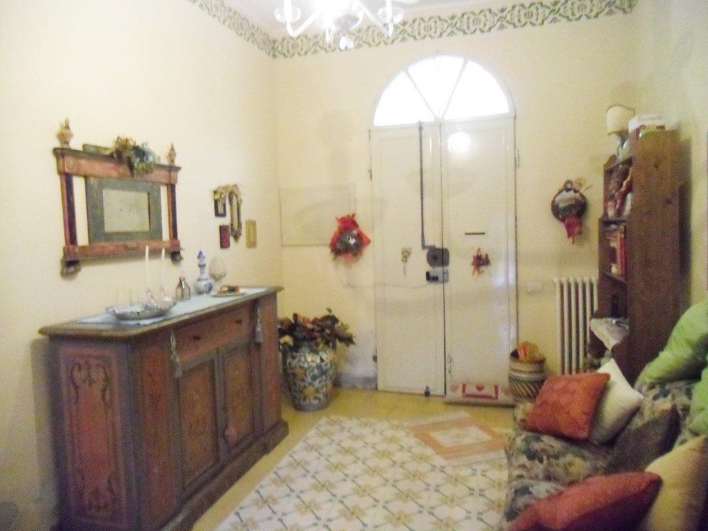 Soluzione Indipendente in vendita a Pontedera, 6 locali, prezzo € 280.000 | CambioCasa.it