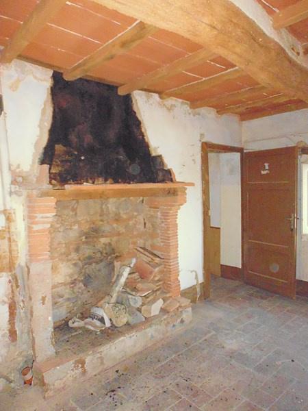 Appartamento in vendita a Buti, 4 locali, prezzo € 30.000 | CambioCasa.it