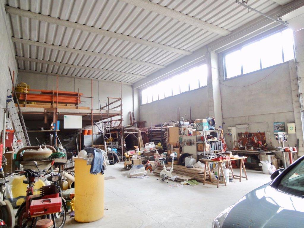 Capannone in vendita a Pontedera, 5 locali, prezzo € 140.000 | CambioCasa.it