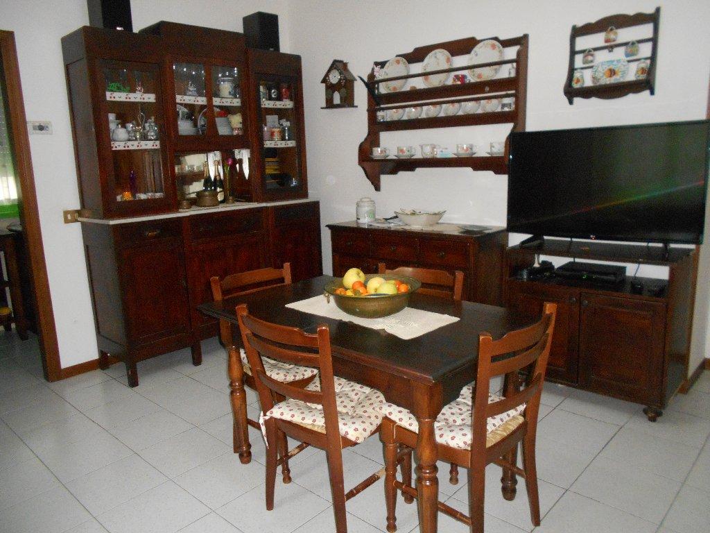 Appartamento in vendita a Livorno, 4 locali, prezzo € 148.000   Cambio Casa.it