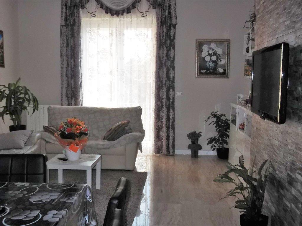 Appartamento in vendita a Livorno, 5 locali, prezzo € 250.000 | CambioCasa.it
