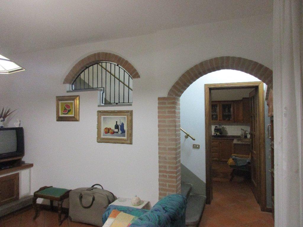 Soluzione Indipendente in vendita a Santa Croce sull'Arno, 6 locali, prezzo € 170.000 | CambioCasa.it