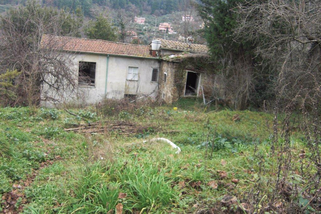 Soluzione Indipendente in vendita a Carrara, 8 locali, prezzo € 250.000 | CambioCasa.it