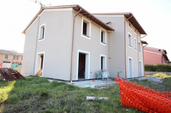 Villetta trifamiliare in vendita a Calcinaia (PI)