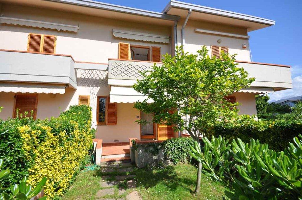 Villa a Schiera in Vendita a Montignoso