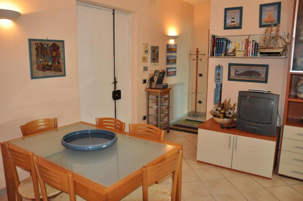 Appartamento in vendita a Montignoso, 3 locali, prezzo € 250.000 | Cambio Casa.it