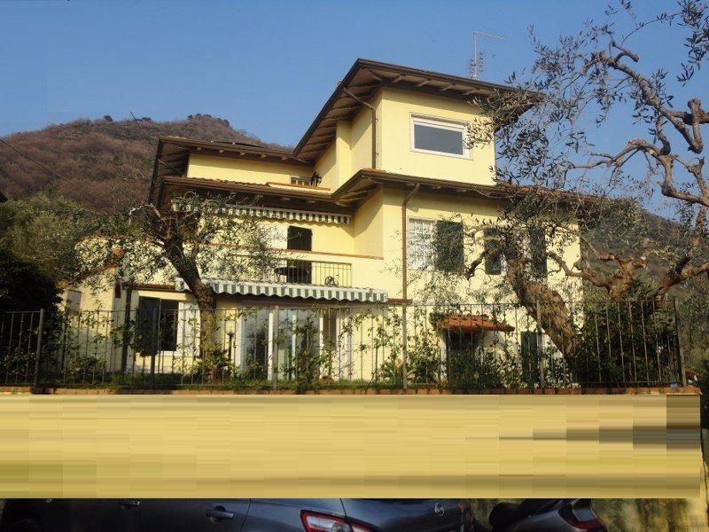 Villa in vendita a Carrara, 12 locali, prezzo € 550.000 | CambioCasa.it