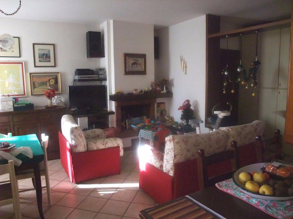 Appartamento in vendita a Santa Maria a Monte, 6 locali, prezzo € 142.000 | Cambio Casa.it