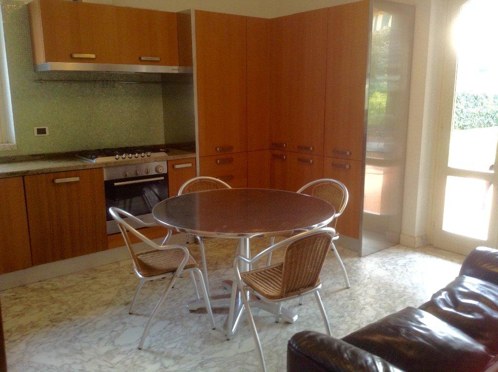 Villa in vendita a Montignoso, 8 locali, prezzo € 650.000 | CambioCasa.it