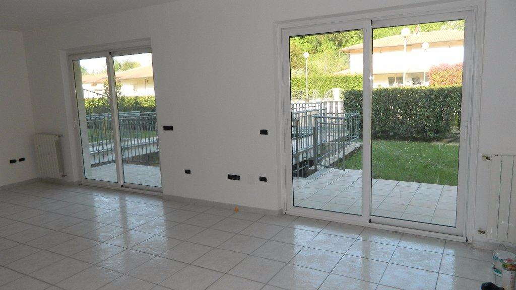 Soluzione Semindipendente in affitto a Santo Stefano di Magra, 6 locali, prezzo € 1.300 | CambioCasa.it