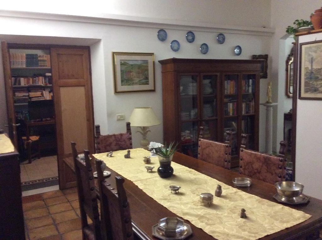Appartamento in vendita a Carrara, 4 locali, prezzo € 250.000   Cambio Casa.it