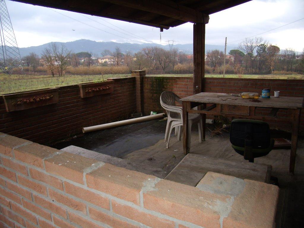 Rustico / Casale in vendita a Monsummano Terme, 8 locali, prezzo € 260.000 | CambioCasa.it