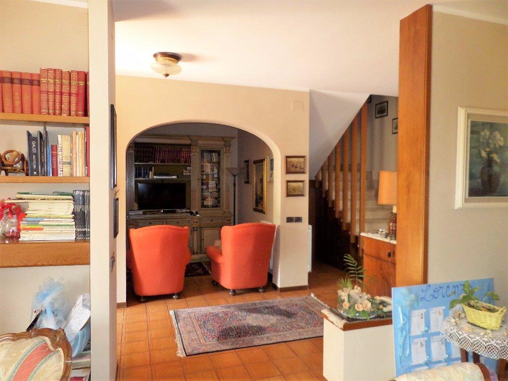 Villa Tri-Quadrifamiliare in Vendita a Cascina
