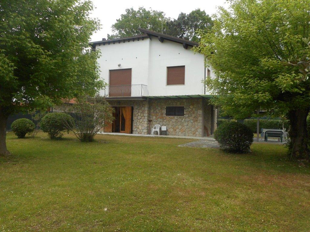 Villa in vendita a Massa, 5 locali, prezzo € 490.000 | CambioCasa.it