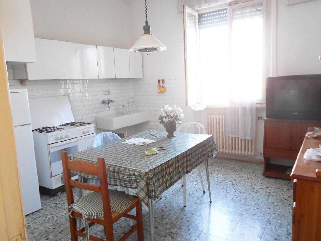 Villa in vendita a Pontedera, 5 locali, prezzo € 210.000 | Cambio Casa.it