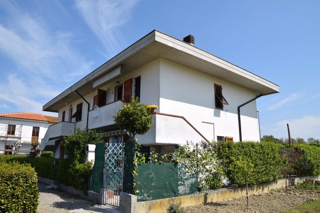 Appartamento in vendita a Pontedera, 4 locali, prezzo € 159.000 | Cambio Casa.it