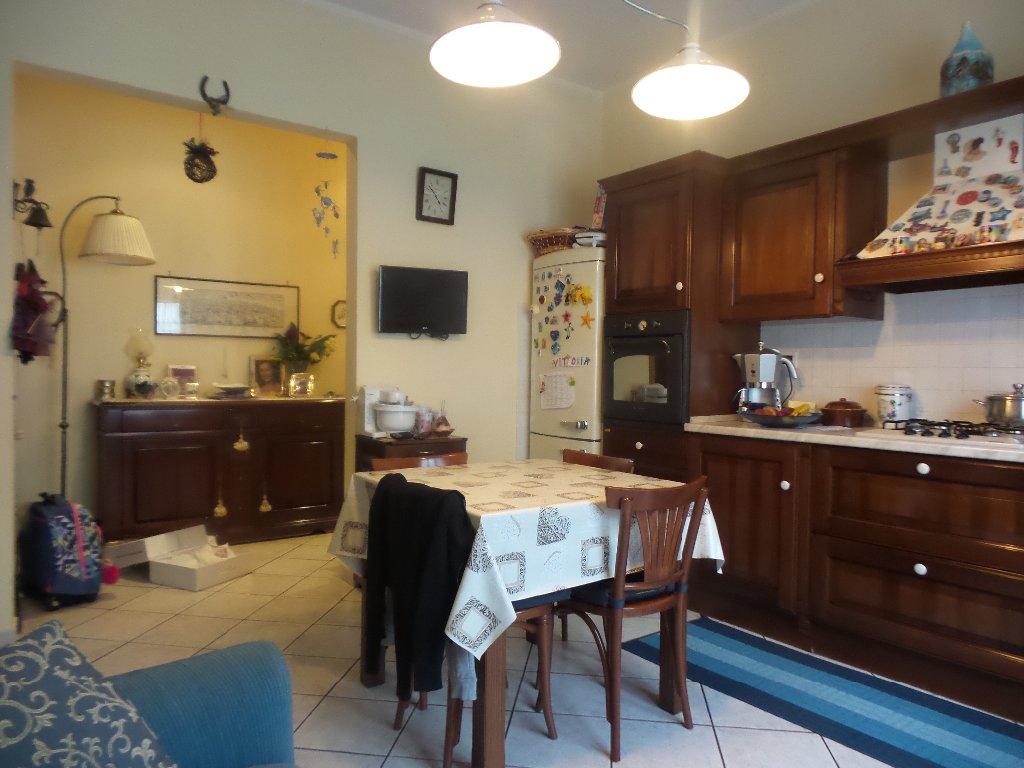Appartamento in vendita a Empoli, 4 locali, prezzo € 150.000 | Cambio Casa.it