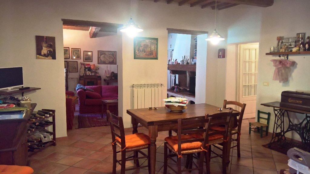 Appartamento in vendita a Poggibonsi, 5 locali, prezzo € 190.000 | CambioCasa.it