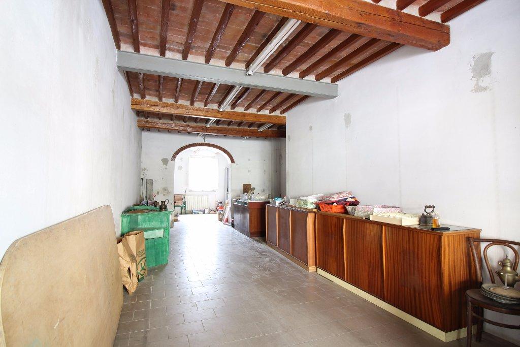 Locale comm.le/Fondo in vendita a Bientina (PI)