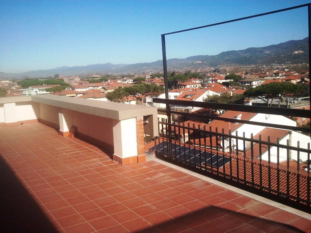 Attico / Mansarda in vendita a Carrara, 4 locali, prezzo € 280.000 | Cambio Casa.it