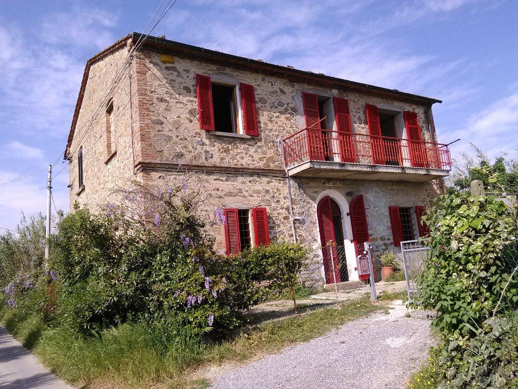 Rustico / Casale in vendita a Larciano, 10 locali, prezzo € 380.000 | CambioCasa.it