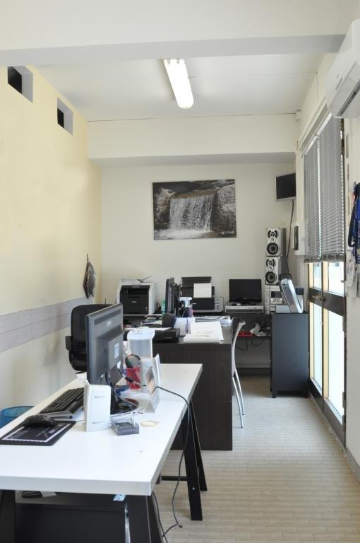 Negozio / Locale in affitto a Lamporecchio, 2 locali, prezzo € 300 | Cambio Casa.it