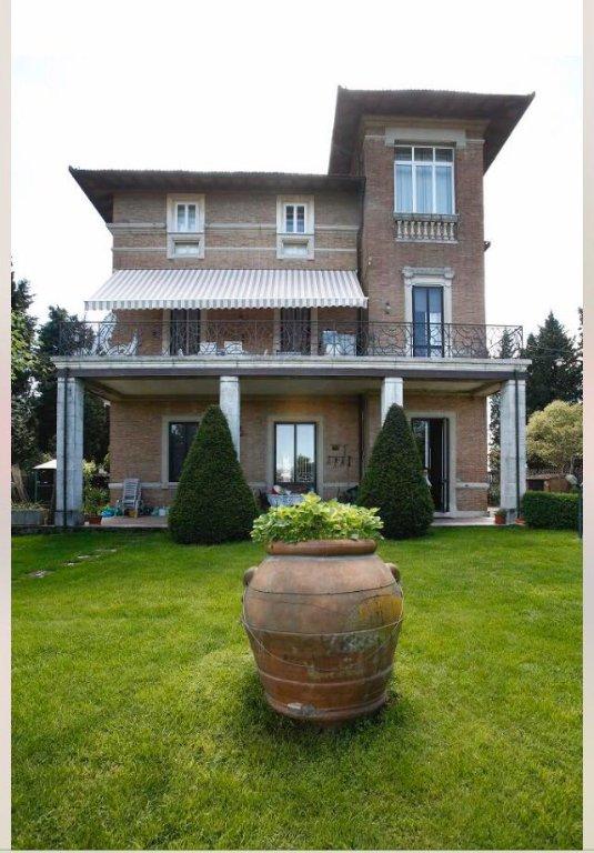 Villa in vendita a Siena, 10 locali, Trattative riservate | Cambio Casa.it