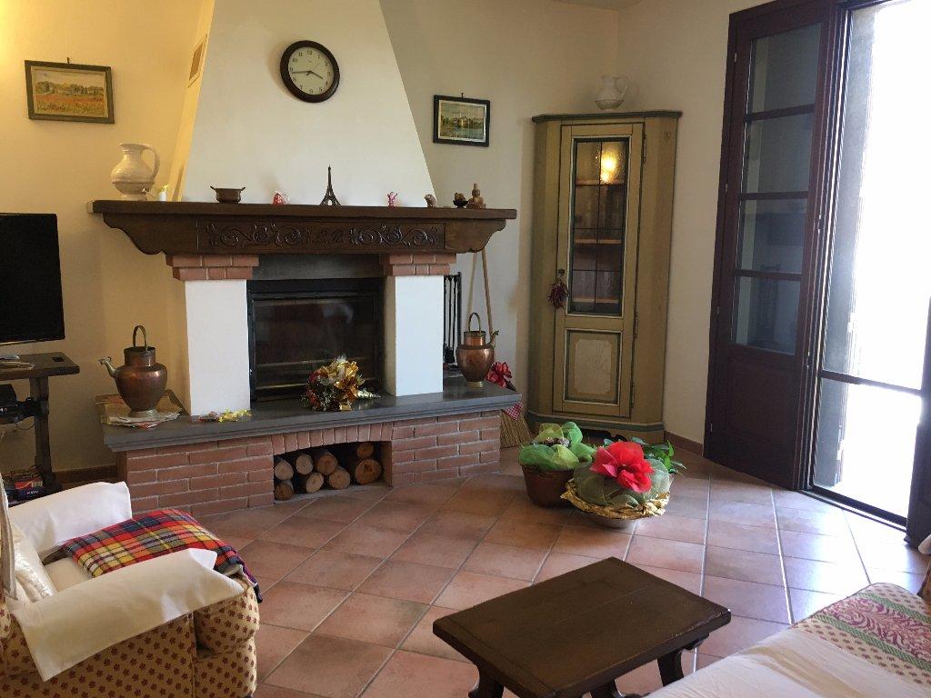 Appartamento in vendita a Calcinaia, 5 locali, prezzo € 205.000 | CambioCasa.it