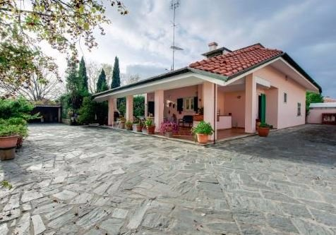 Villa in vendita a Carrara, 8 locali, prezzo € 1.050.000   Cambio Casa.it
