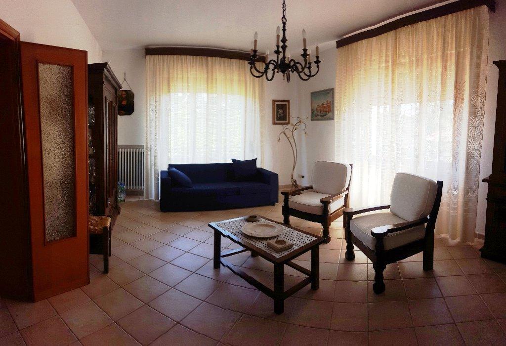 Villa in vendita a Collesalvetti, 5 locali, prezzo € 700.000 | Cambio Casa.it