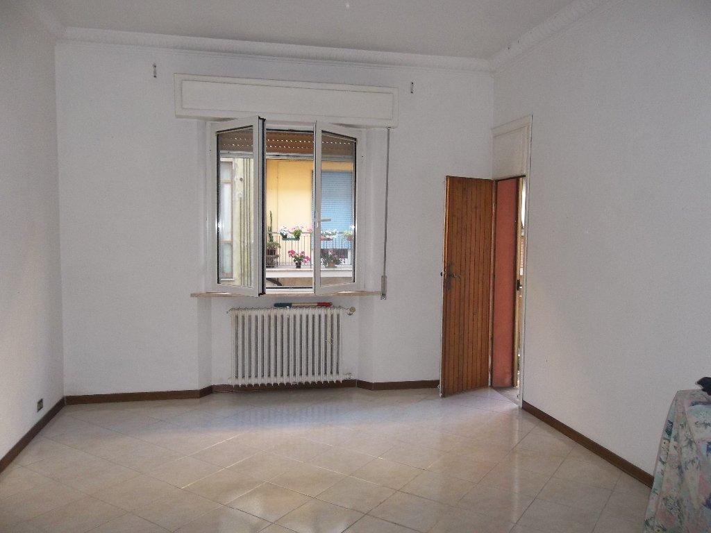 Appartamento in vendita a Pontedera, 4 locali, prezzo € 59.000 | Cambio Casa.it