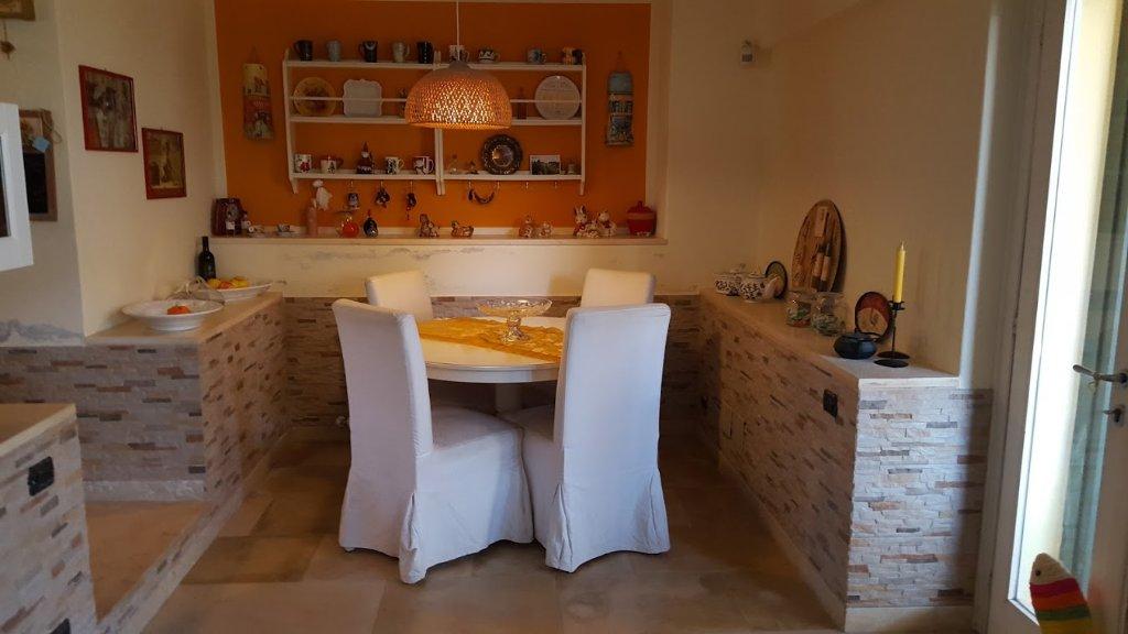 Villa in vendita a Carrara, 5 locali, prezzo € 380.000 | CambioCasa.it
