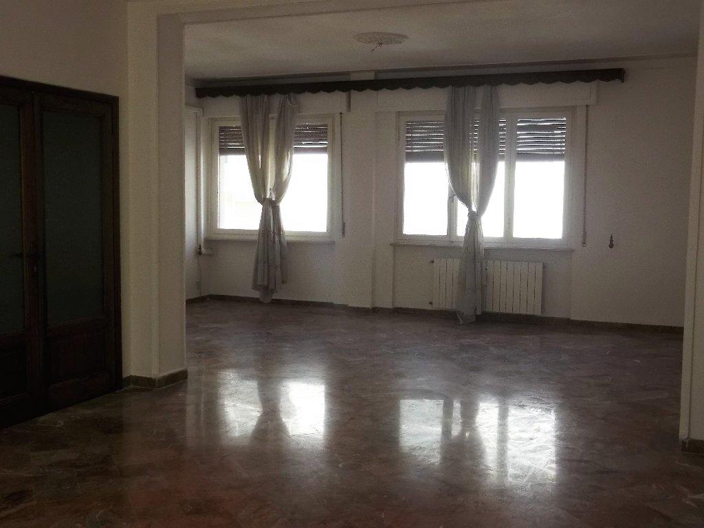 Appartamento in vendita a Livorno, 6 locali, prezzo € 390.000 | CambioCasa.it