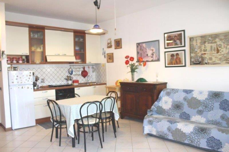Appartamento in vendita a Carrara, 3 locali, prezzo € 180.000   Cambio Casa.it
