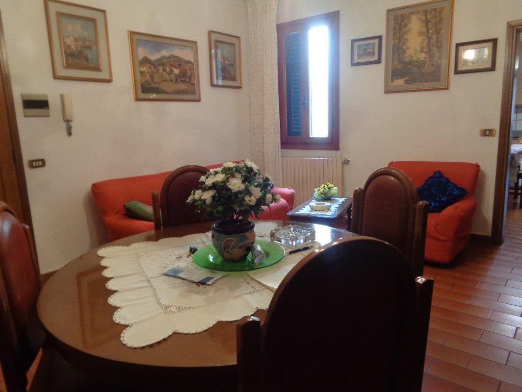 Appartamento in vendita a Empoli, 4 locali, prezzo € 90.000 | CambioCasa.it