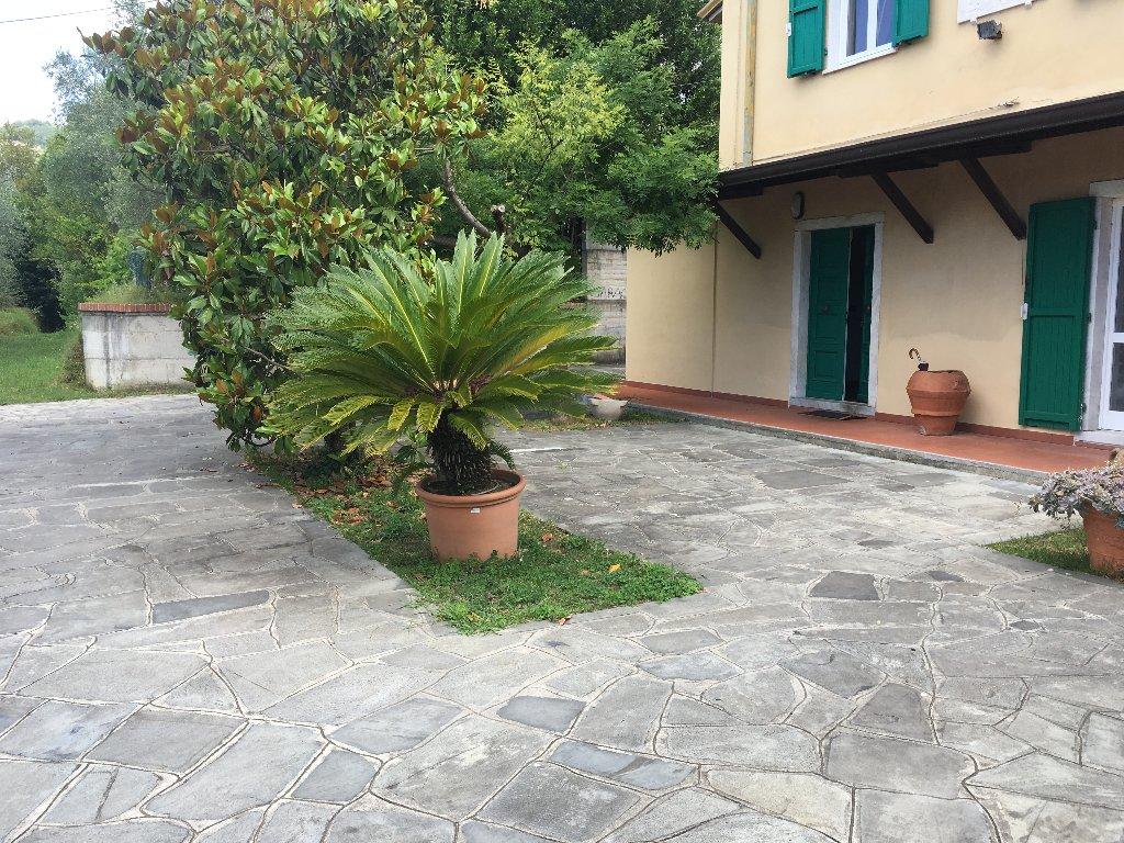 Soluzione Indipendente in vendita a Carrara, 10 locali, prezzo € 450.000 | Cambio Casa.it