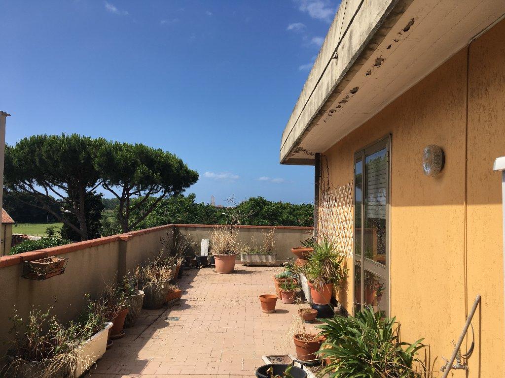 Attico / Mansarda in vendita a Carrara, 5 locali, prezzo € 300.000 | Cambio Casa.it