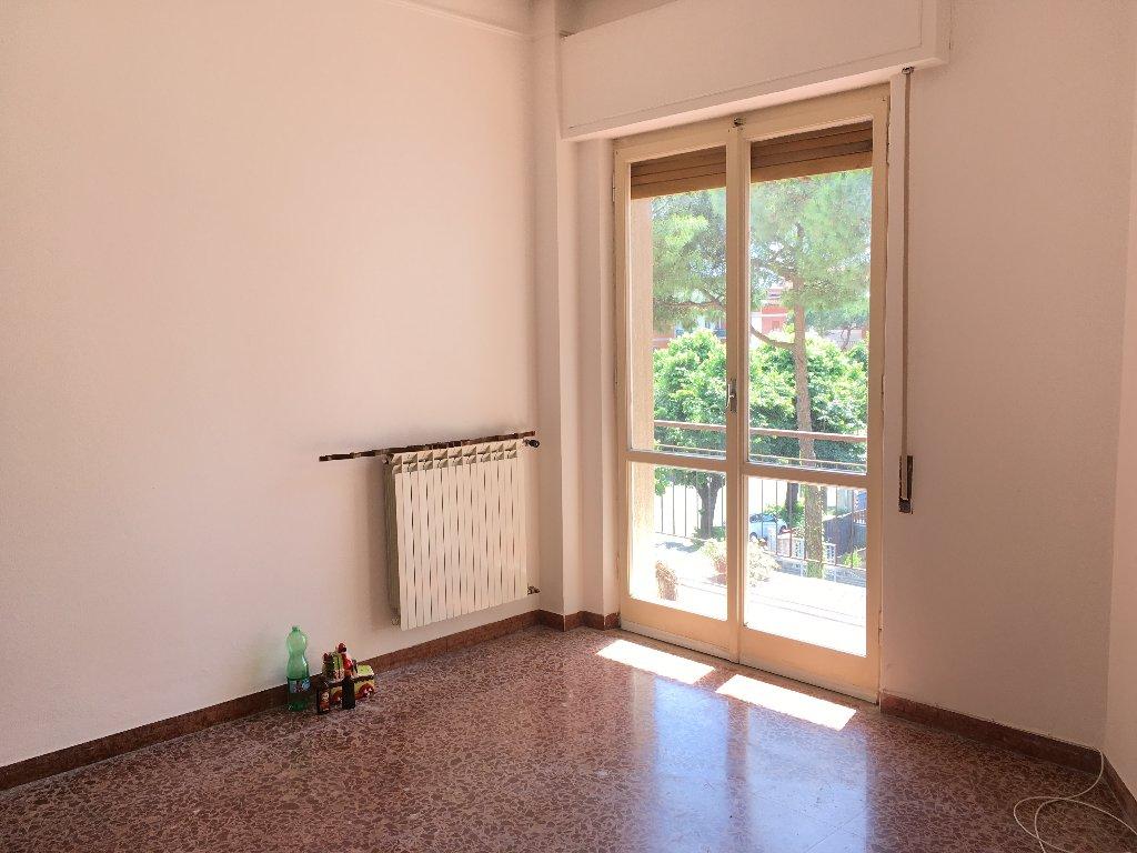 Appartamento in affitto a Carrara, 4 locali, prezzo € 500 | CambioCasa.it