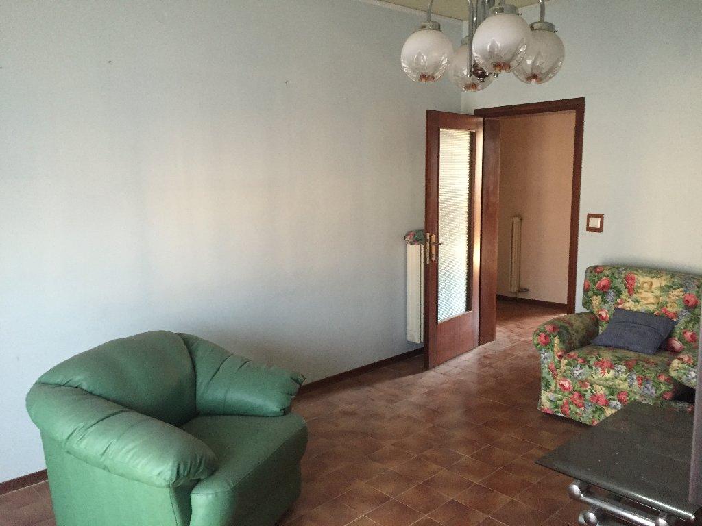 Appartamento in vendita a Santa Maria a Monte, 5 locali, prezzo € 129.000 | Cambio Casa.it