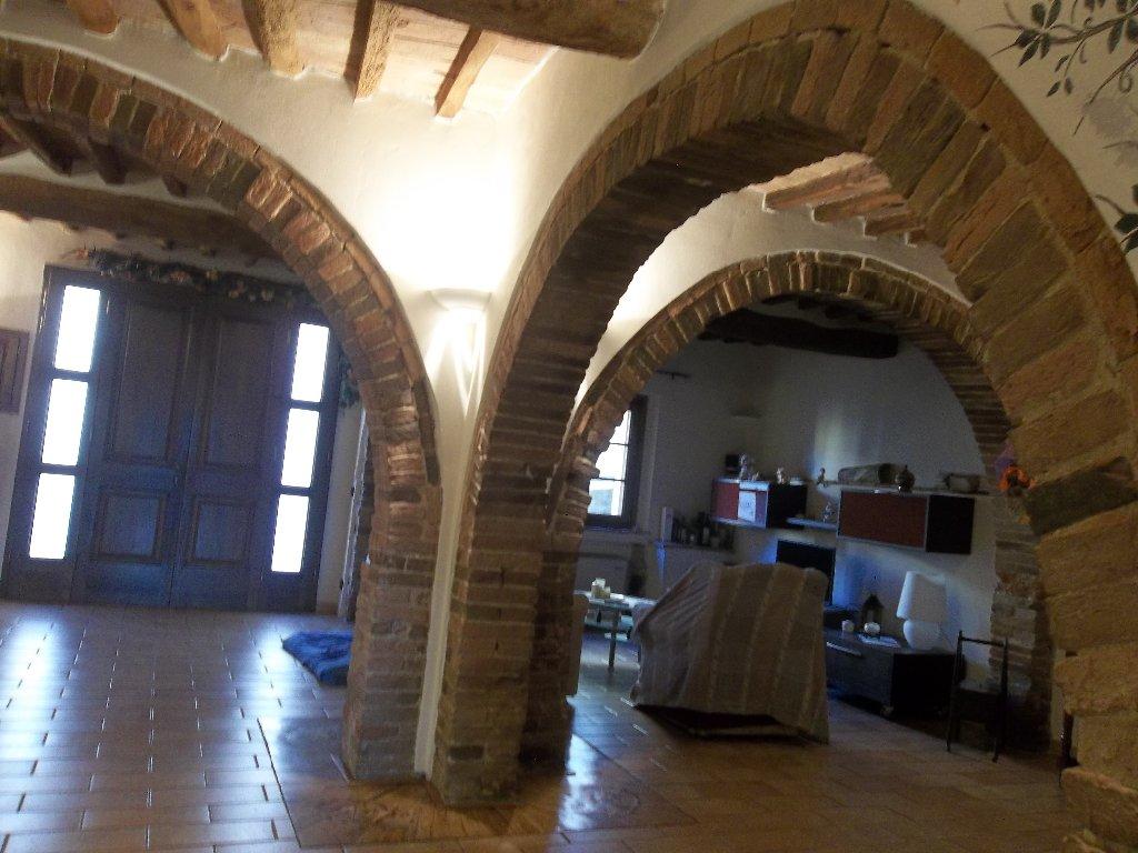 Appartamento in vendita a Crespina Lorenzana, 9 locali, prezzo € 190.000   Cambio Casa.it