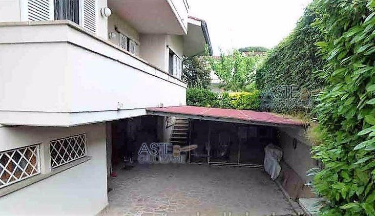 Villa Bifamiliare in Vendita a San Miniato