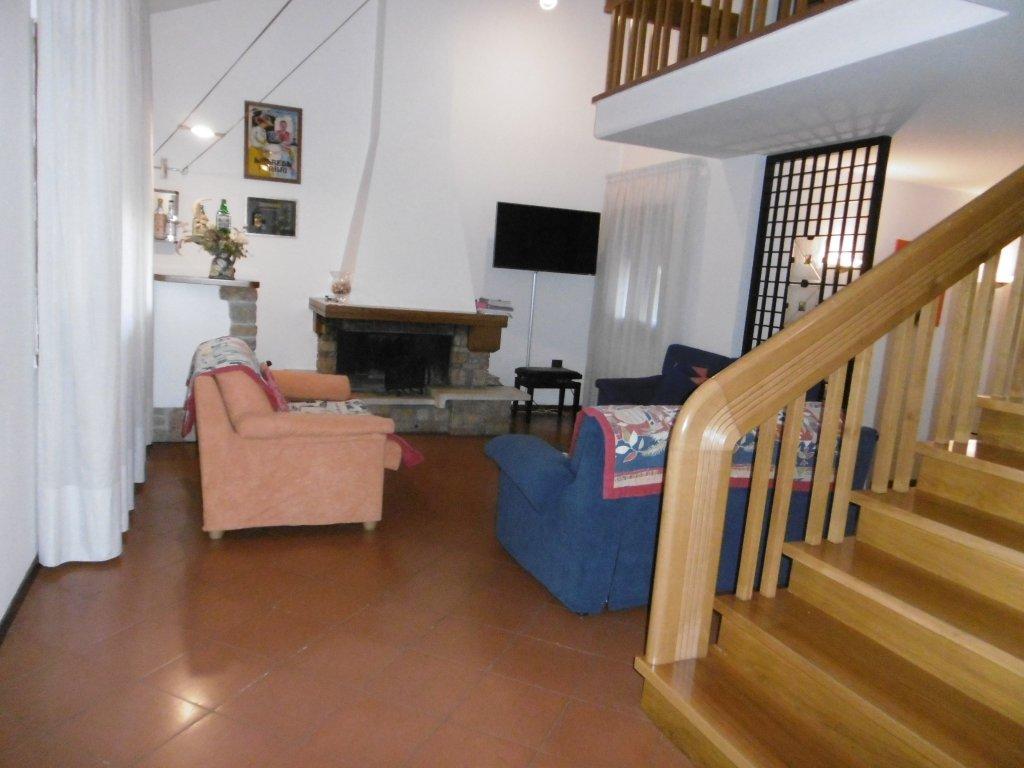 Villa in vendita a Vinci, 7 locali, prezzo € 500.000 | Cambio Casa.it