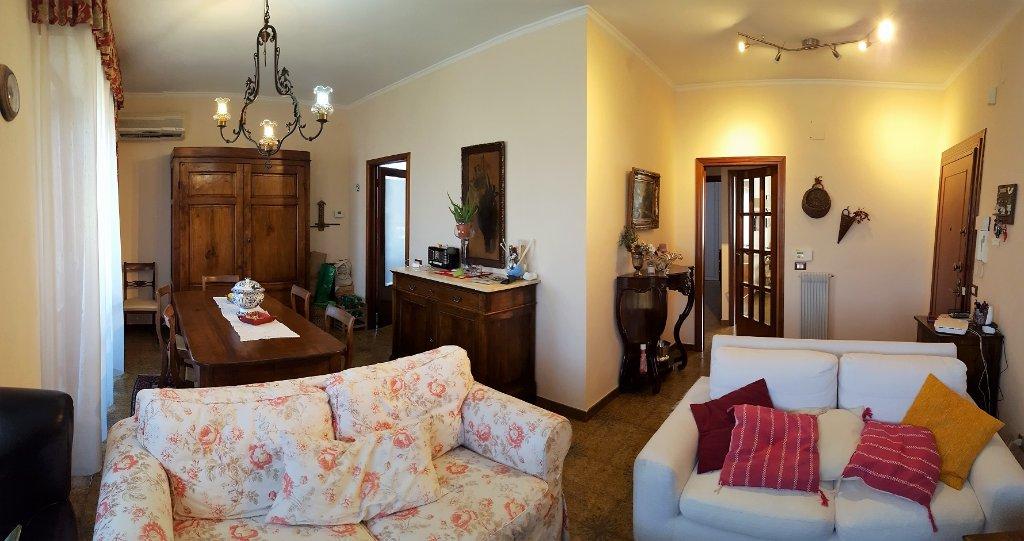 Appartamento in vendita a Pontedera, 4 locali, prezzo € 120.000 | Cambio Casa.it